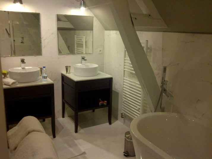 MAYENNE : Salle de bains en chambre d'hôtes à Craon
