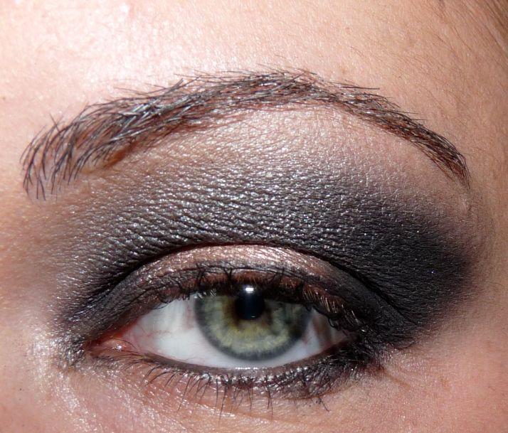 j'adore pour accentuer la forme en amande des yeux