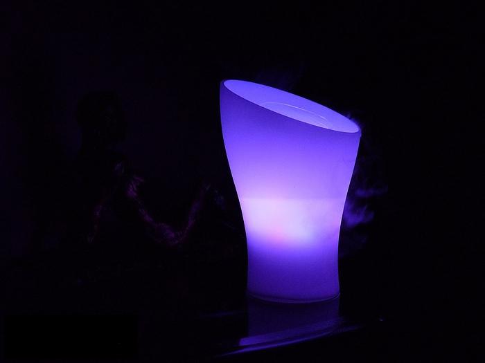 837fe6cd2feac OVAL diffuseur brumisateur lumière huiles essentielles AromaZone