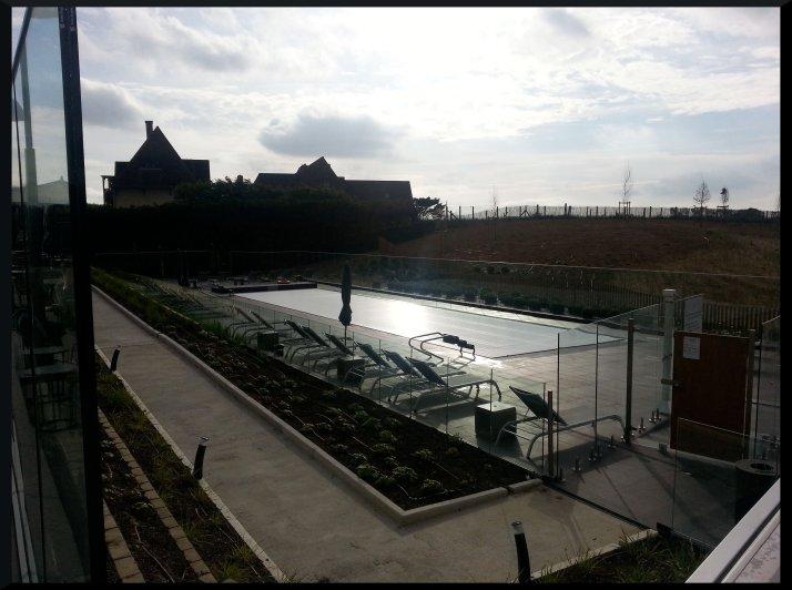 La piscine extérieure fermée à ce moment-là