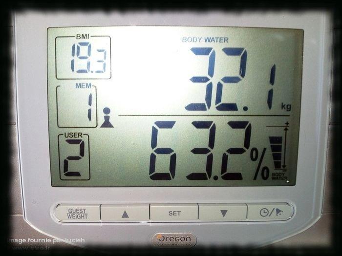 Pèse personne balance impédancemètre eau gras muscle corps Oregon Scientific