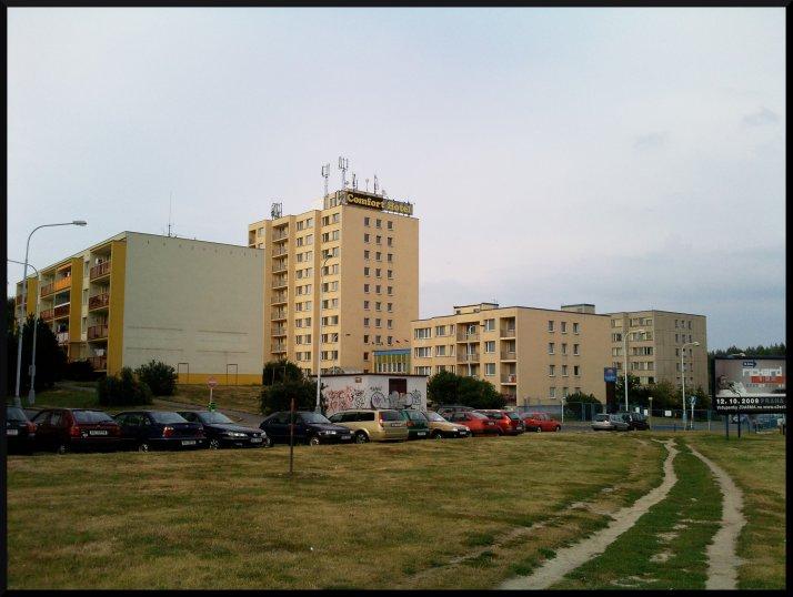 Vue de l'hôtel depuis la station de tram toute proche