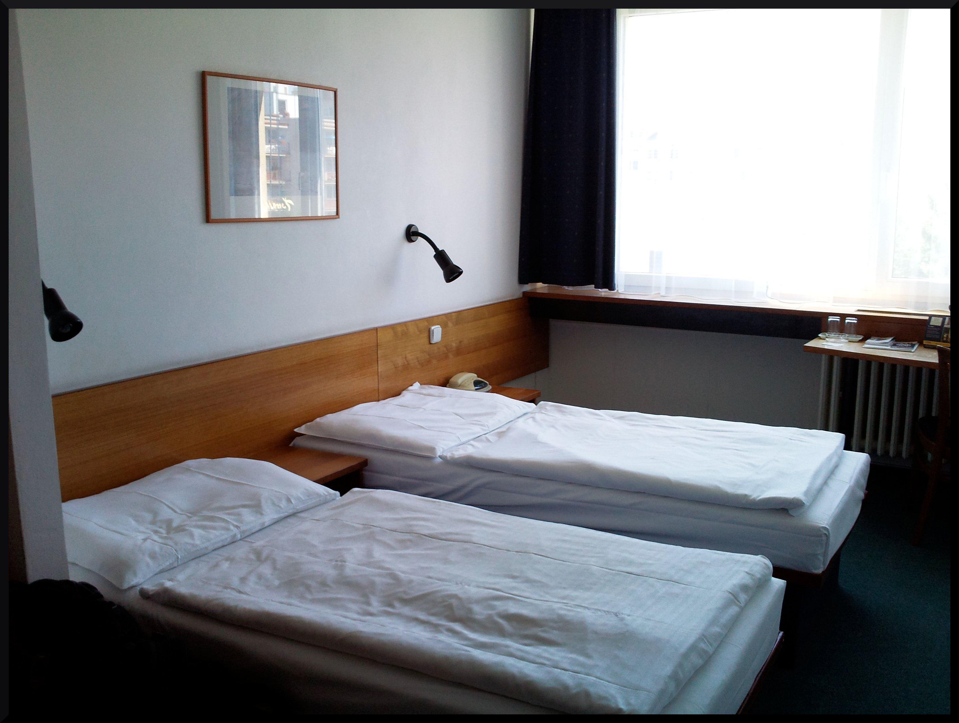 Le comfort hotel   prague ) tchèque on me, a ha hahaha !   la lu ...