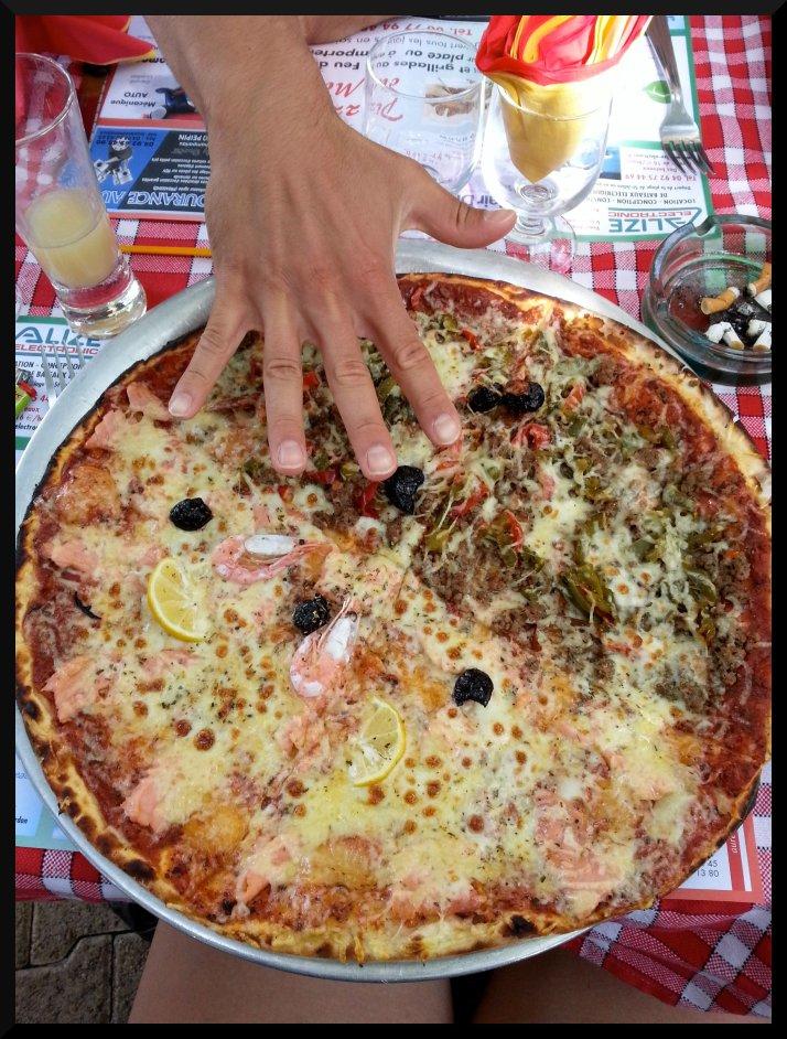 Juste pour vous donner une idée de la taille des pizzas ^^