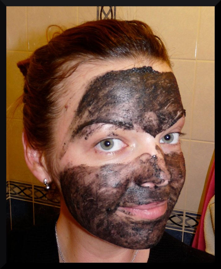 Lush nettoyant visage masque charbon dark Angels