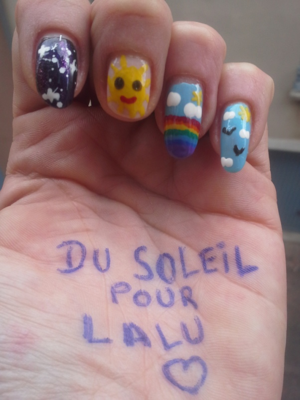 Laëtitia, la seule à avoir  osé le nail-art ! <3