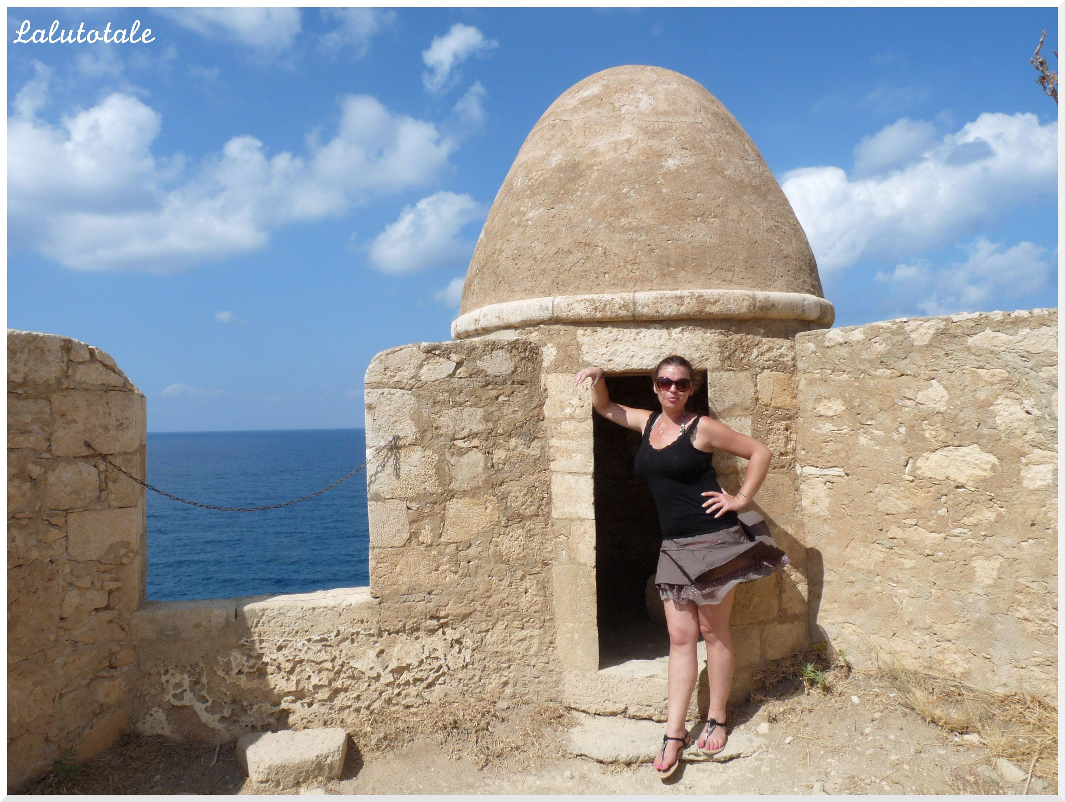 Crète Rethymnon café grec Figaro Social et gros rat